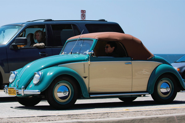 カリフォルニアの人たちは、オープンカーの楽しみ方を知っている!