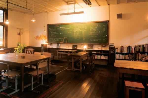 廃校をリノベーションしてカフェに いつでも昭和にタイムスリップ
