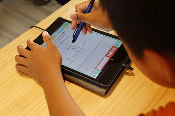 学校教育の1/7の時間で同等の効果が得られる人工知能教材Qubenaに、安価なLite版が登場