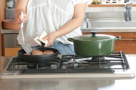 お鍋やフライパン、多すぎじゃない?! つい増えてしまう調理道具、どう揃える?