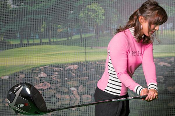 1年間で50ヤードも飛距離アップした女子プロが教える腰の『瞬間横移動』とは?