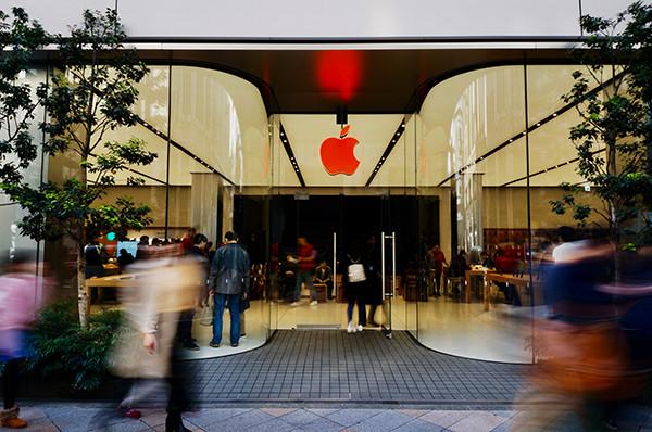アップルストアのリンゴが赤い!? そのワケは?