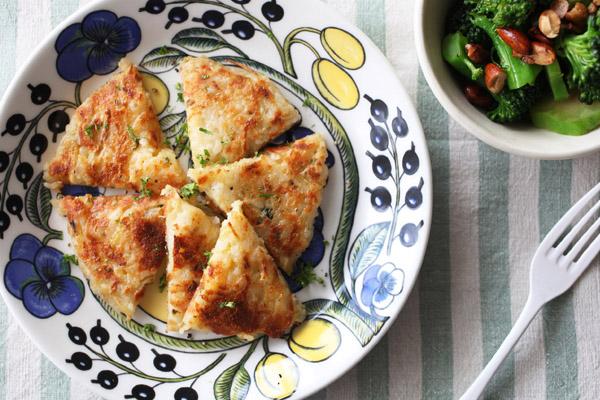 余りごはんでアイデアおつまみ♪「ジャガイモとチーズのご飯ガレット」