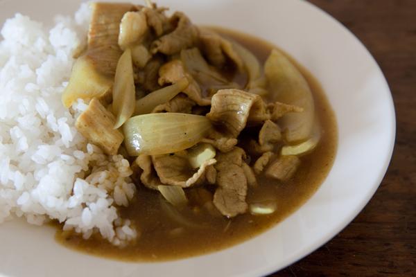 煮込まなくてもおいしい♪忙しい日は中華鍋でつくる「10分カレー」で乗り切る