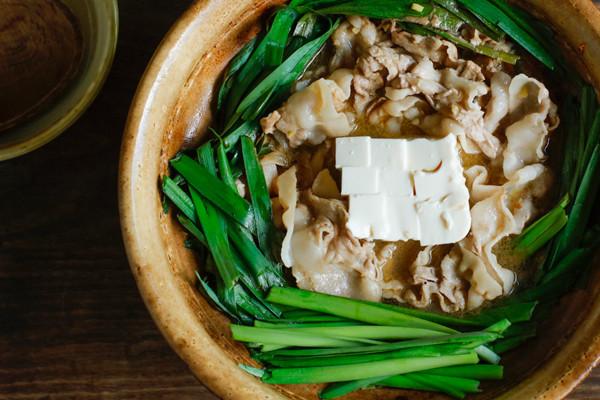 元気にな~れ♪ニラ&豚バラ&黒酢のパパっと鍋