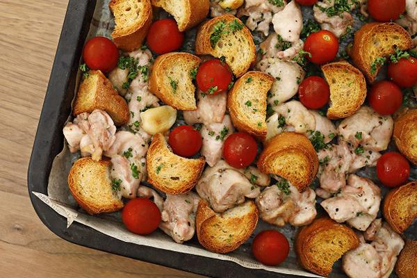 のっけて焼くだけで見栄え抜群♪テーブルが華やぐクリスマス料理「チキンバゲット」