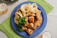 パーティのテッパン料理を一度に2種類揚げ♪「黒こしょう唐揚げとオニオンフライ」